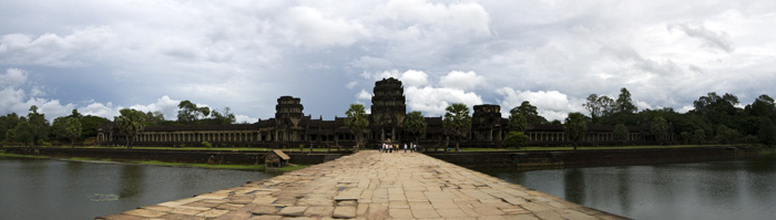 A panoramic of the entrance to Angkor Wat
