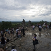 The throngs of people set to watch the sunset at Phnom Bakheng