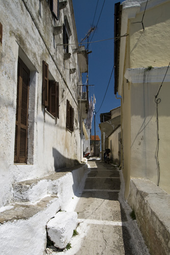 Cobblestoned alleyway in Pelekas