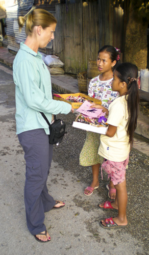 Lisa bargaining with some girls on the streets of Luang Prabang