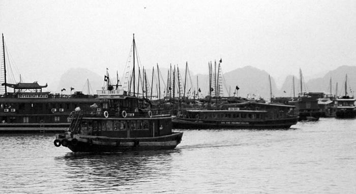 Leaving the harbor at Halong Bay