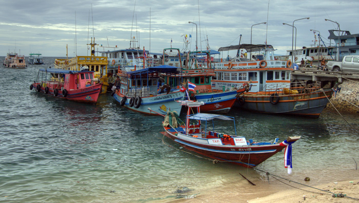 Boats in the harbor at Mae Haad Village