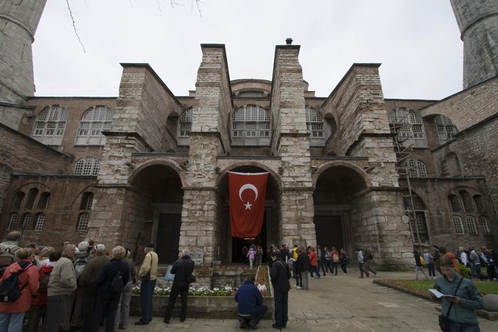 The entrance to Aya Sofya