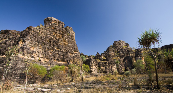 Sandstone formations along the Bardedjilidji Walk