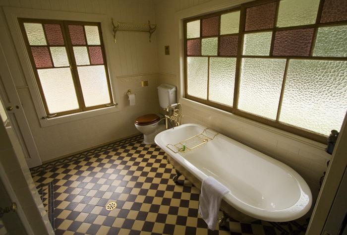 Branell Homestead: our bathroom