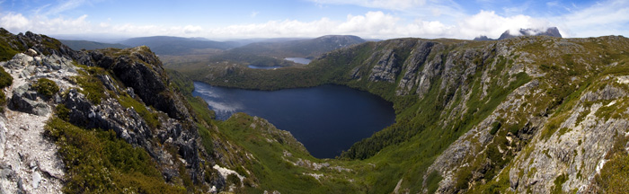 Crater Lake with the tips of Cradle Mountain to the right