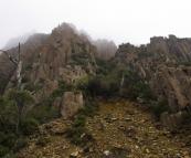 Sheer peaks alongside the road to Ben Lomond National Park