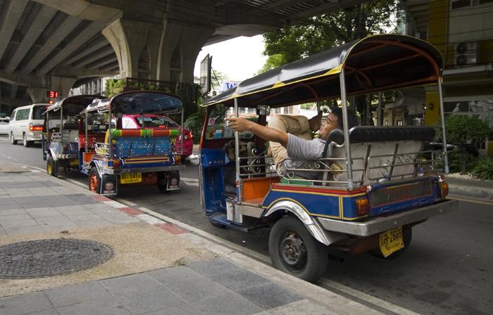 Tuk-tuks line up near King Rama VIII Bridge