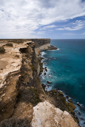 Lookout over the cliffs of the Nullarbor Plain and the Great Australian Bight from Bunda Cliffs