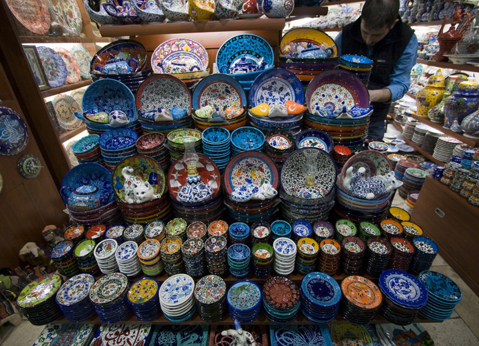 Traditional Turkish bowls and plates in the Grand Bazaar