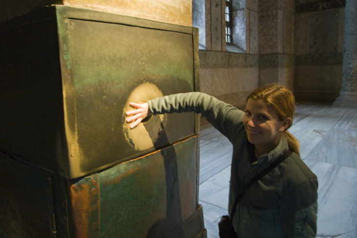 Lisa harnessing the healing power of the Weeping Column inside Aya Sofya