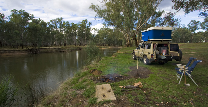 Camping on the banks of the Murray River in Rutherglen