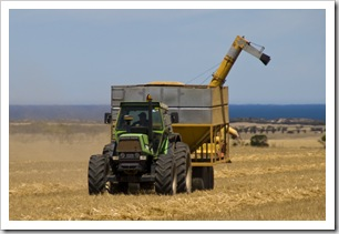 Finishing up the oats on the Brown's farm on Yorke Peninsula