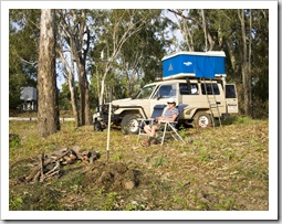 Setting up camp on the banks of the Dawson River near Moura