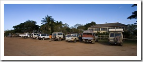 4WD vehicles lined up at Musgrave Roadhouse